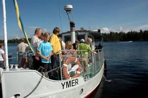 RÖRHOLMSDAGEN. För fjärde året i rad arrangerar medlemmar i Söderfors båtklubb en familjedag på Rörholmen. Både barn och vuxna ville ta en tur med gamla flottarbåten Ymer.