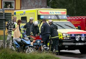 Mopedolycka. En kvinna i 30-årsåldern skadades i en mopedolycka på eftermiddagen. Foto:Peter Ohlsson