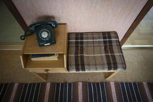 Telefonmöbeln som ofta fanns i hallen.