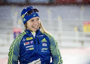 Anna Magnusson kör första sträckan i mixedstafetten som går 15.30 på Östersund skidstadion.