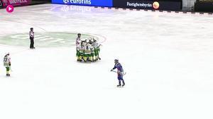 Jubel från ett av Skutskärs många mål i premiärmatchen.
