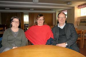 Sköter kaféet. Tanja Hougaard, Anette Schön och Ronny Söder jobbar ideellt med asylkaféet i Bergskyrkan.