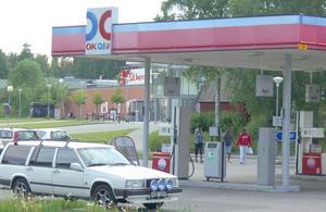 SÄMRE SERVICE. Servicen i Björksätra försämras när OKQ8:s bensinstation stängs vid månadsskiftet.