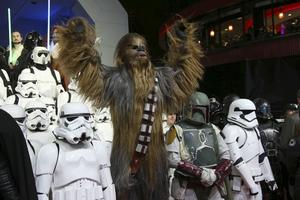 Peter Mayhew twittrar ut bilder på originalmanuset till Star Wars-sagans första film.