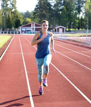 Susanna Kallur går för första gången på åtta år in i en träningshöst utan vare sig skador eller smärta. Och tankarna finns redan på inomhus-EM i mars.