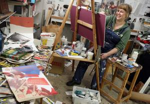 Stina Wollter i sin ateljé.