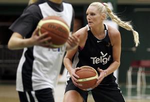 15. Louice Halvarsson, 26 år (15), basket. Efter en bra vår i Ungern gjorde den före detta Telgecentern ett bra EM (13,8 poäng och sju returer/match) även om det gick sämre för laget. Spelar nu i ungerska topplaget Sopron och gör 12,4 poäng/match.