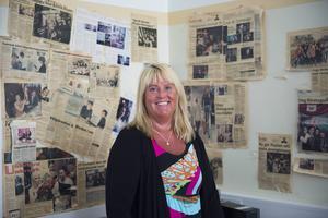 Vid klassrummet för kursen Anneli ger finns ett UF-rum med en vägg fylld av tidningsurklipp på elever och deras prestationer.