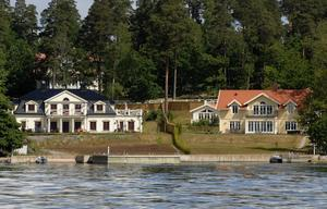 HAR DU LITE SOCKER? Börje Salmings (till vänster) och Ingemar Stenmarks (till höger) villor i Karlsudd utanför Vaxholm.