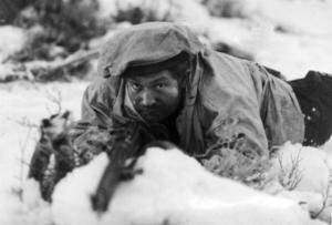 Finländsk soldat vid Salla. Vinterkriget innebar ca 23000 stupade finländare.