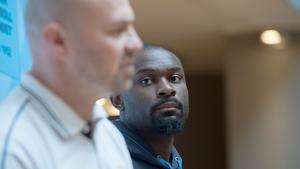 Lagkapten Thomas Massamba (th) på pressträff med basketlandslaget inför EM-kval i Stockholm på måndagen.