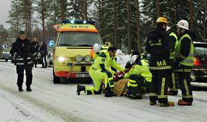 En kvinna fördes till sjukhus sedan hon kört av väg 509. Hon var ensam i bilen.