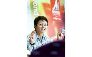 """""""Höjdpunkten var att besöka hoppbackarna"""", förklarade Sarah Lewis under presskonferensen i går. Foto: Mikael Forslund"""