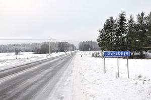 BÄCKLÖSEN. I Bäcklösen bor det 49 personer. Ängsbolagets bygdeförening innefattar många kringliggande småorter.