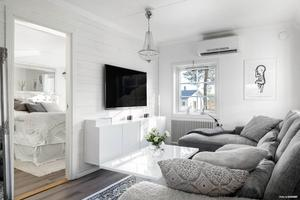 Vardagsrummet i villan i Mjösund.