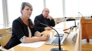 Region Dalarnas Sofia Jarl (C) och Leif Nilsson (S) tror på ett beslut om kollektivtrafikens kostnader i november.