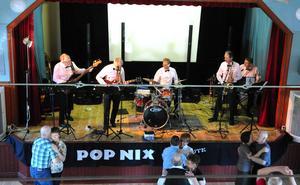 PopNix spelar på lördagens dans i Kulturhuset Svanen.