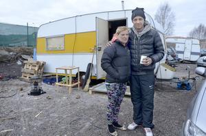 Irina Gherasâ och hennes man Alex Bujor kommer inte att lämna stan när husvagnslägret rivs.
