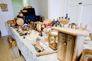 Höstmarknaden hade ett brett utbud av olika sorters hantverksprodukter.