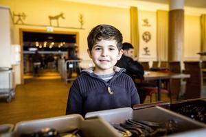 Ahmed Alobaid Mahdj ska precis äta sin lunch här på hotellet i Björnänge som sedan i oktober fungerar som ett asylboende.