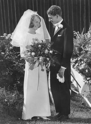 Ann-Christin och Anders Lindahl, Hamnskär, firar 40-årig bröllopsdag i dag. De vigdes  5 juli 1969 i Hille kyrka. Dagen firas med barn och barnbarn.Foto: Privat