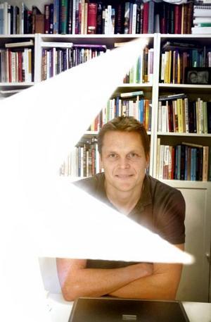 TREVLIG JULKLAPP. Några dagar före julafton fick Thomas Nygren, till vardags lärare på Vasaskolan, veta att han valts ut som en av tolv forskare från hela världen till en konferens på Harvarduniversitetet i USA.