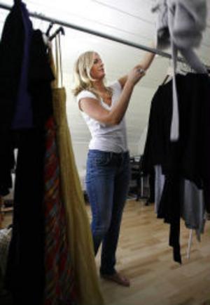 – Föräldrarna fick installera en provisorisk garderob till mig nu i sommar så att jag skulle få plats med allt när jag kom hem, säger Linda Vestin. Och mer lär det bli. Nu har Linda siktet inställt på ett par nya skor som hon kollat in på nätet.