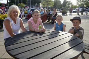 Astrid, Jenny och Jonas Ludvigsson, med kompisen Filip Restadh.