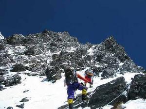 K2. På det här berget, K2, befinner sig just nu Fredrik och hans team.