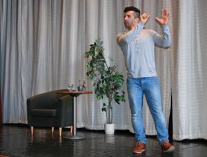Nu är det klart att Arkan Asaads roman Stjärnlösa nätter ska bli lång film. Det kunde författaren avslöja för eleverna på Martin Koch Gymnasiet som lyssnade på hans föreläsning.