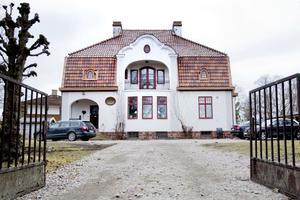 2. Samma år, 1916, byggde disponenten på Ahlgrens på Kungsbäcksvägen 17.