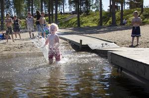 Svea Elsert är redo att simma för fullt. Med tiden kom även flytkuddarna på.