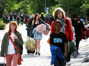 En strid ström av ungdomar med åsikter har intagit Söderhamn. Maja Christoffersson, mitten, från Sollentuna, var en av dem.
