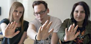Stopp! Emelie Persson, Micke Westlén och Linda Jonsson hoppas deras film om mobbning ger alla unga en tankeställare.