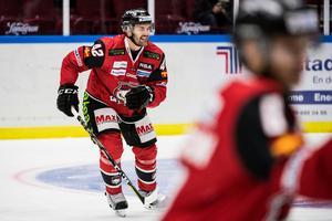 Niklas Arell har ont efter tacklingen från Fälth. Foto: Petter Arvidson (Bildbyrån).