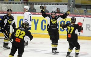 MÅLSKYTT IGEN. Veteranen Patrik Juhlin har lagt av - men spelar en sista (?) match ikväll. Då gör han mål igen.