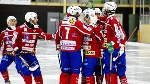 Hela sex gånger fick Västanfors måljubla i matchen mot Örebro, fem av målen gjordes av Sergey Likhachev.