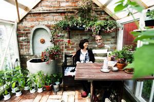 Kristina och Lasse Holmsten visade sin trädgård under dagen Tusen trädgårdar. Totalt öppnade 13 hälsingar upp sina hem.
