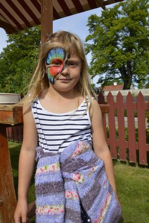 Matilda Patriksdotter Östling fick en fin ansiktsmålning.
