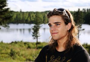 Lars var med när mamma Kicki sköt en älgkalv med Glavens jaktlag för några år sedan.