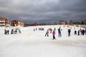 400 fjärdeklassare från Gävle och Sandvikens kommuner får gratis prova på skidåkning under fyra dagar.