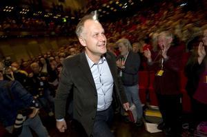 Jonas Sjöstedt vill gå varligare fram än företrädaren Lars Ohly.