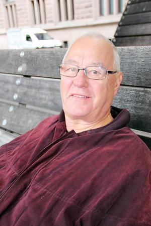 Olle Strömbom, 72 år, pensionär, Gävle:   – Jag går ut i naturen med min hund Sigge.