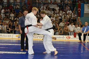 Jonas Rosin och Daniel Karlsson mitt i matchen