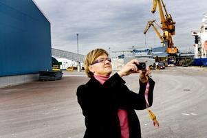 """IMPONERADES. Infrastrukturministern Åsa Torstensson imponerades av utvecklingsarbetet som görs i Gävle hamn. """"Utvecklingsarbetet som sker  i Gävle hamn visar hur man kan möta omställningen"""", sade infrastrukturministern Åsa Torstensson som uppmanade de ansvariga i hamnen att samarbeta med andra aktörer i regionen."""