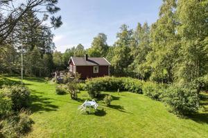 Stor trädgårdstomt på 1 683 kvm.