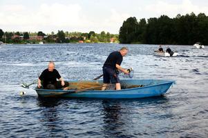 Bild från kräftfiskepremiären i älven i Borlänge 2010. Nästa år får fler Borlängebor möjlighet att delta.