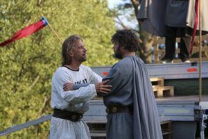 Arnljot möter kung Olav.