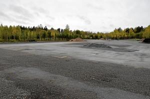 Plats för omlastning. Här växer den nya omlastningsterminalen fram mellan Vattugatan och järnvägsspåret.
