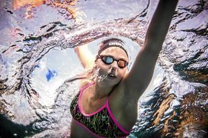 Sara Junevik. Simma. Falu SS. Simning. Bassäng. Vatten. Sport. Undervatten. UV. Lugnet.